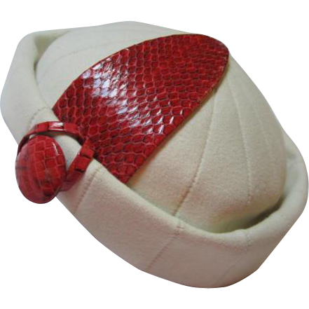 Fabulous Christian Dior Chapeaux Paris New York White Red Couture Vintage  Hat. Truly Gorgeous Classic Christian Dior Fashion Hat done in a lovely cb21647c38d