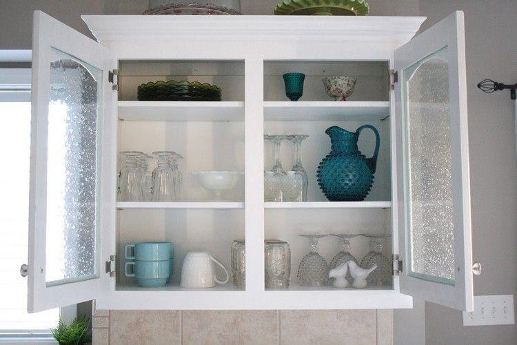 Kuche Organisieren Und Richtig Einraumen Hilfreiche Tipps Und Tricks Deavita Glas Kuchenschranke Glasschrankturen Kuchenschrankturen