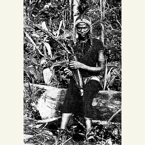Músico fang. Fotografía tomada alrededor del año 1899. Publicada en 1912 por H. Trilles