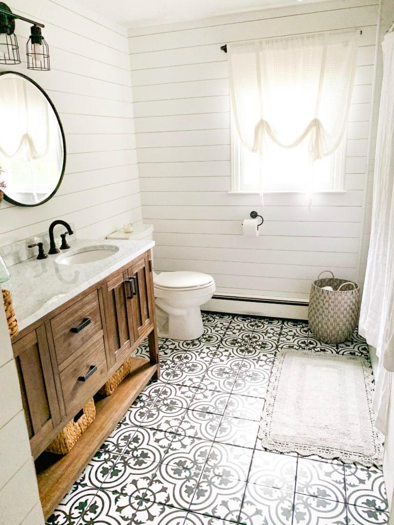 Chip Joanna Gaines Bathrooms Google Search In 2020 Joanna Gaines Bathroom Farmhouse Bathroom Farmhouse Bathroom Decor
