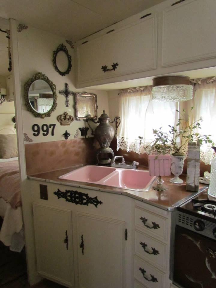 vintage streamline interior caravane relookee pinterest caravane mini maison et girly. Black Bedroom Furniture Sets. Home Design Ideas