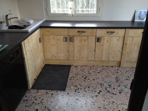 Kitchen Entirely Made From Repurposed Pallets Ilha De Cozinha