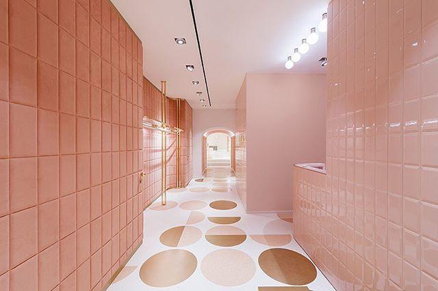 Concept for RED Valentino by India Mahdavi. _ @indiamahdavi #redvalentinostyle #retailconcept #pierpaolopiccioli #bridgesegment #pinkinterior #bathroominspo #interiordesign #interiordesigner #interiors  #⚫️thecuriae