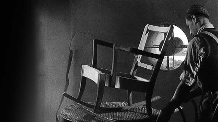 """Asko - Me kalustamme kotia -lyhytelokuva. """"Suomen Filmiteollisuuden mainoselokuvassa seurataan huonekalutehtaan tuotantoketjua vuonna 1949. Kaunis koti ei loppujen lopuksi vaadi pääomaa, vain järjestelmällisyyttä ja järkeviä valintoja, filmissä julistetaan.""""  Yle Areena."""