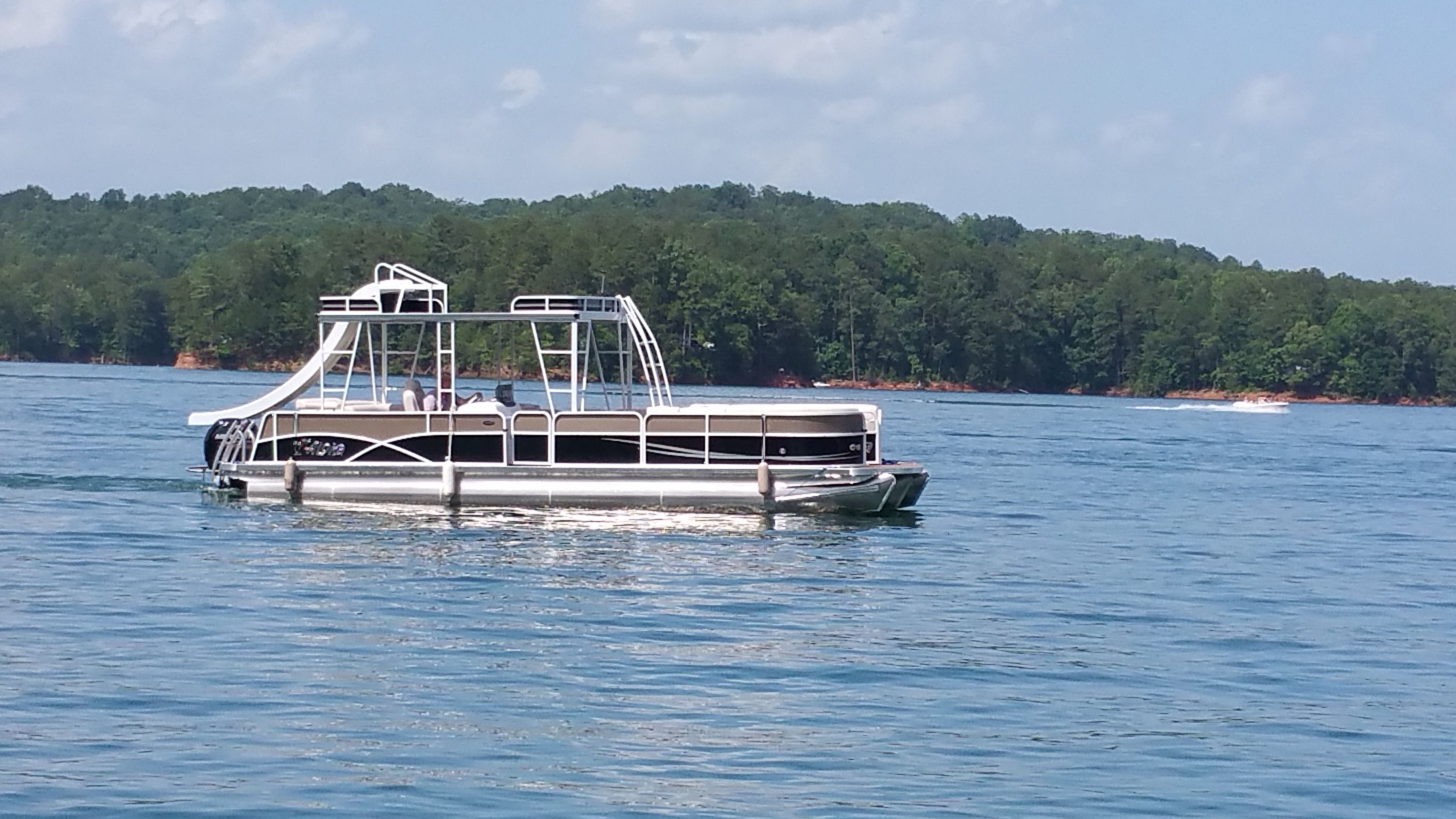 Rent A Pontoon Boat From Carters Lake Marina For A Day On The Lake