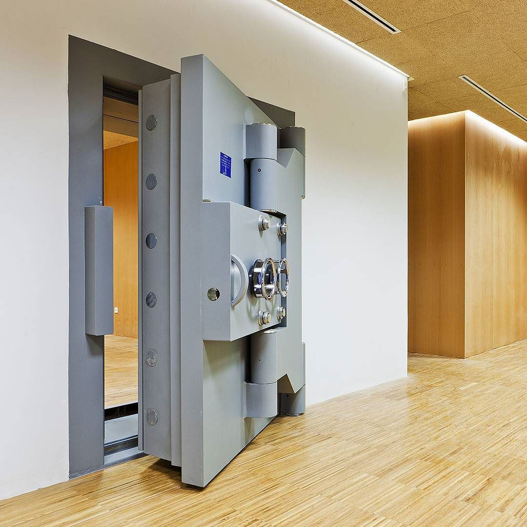 Remodeling of the old Banco de España building by FQP Arquitectos. The old safe door.  #architecture #interiors #safebox