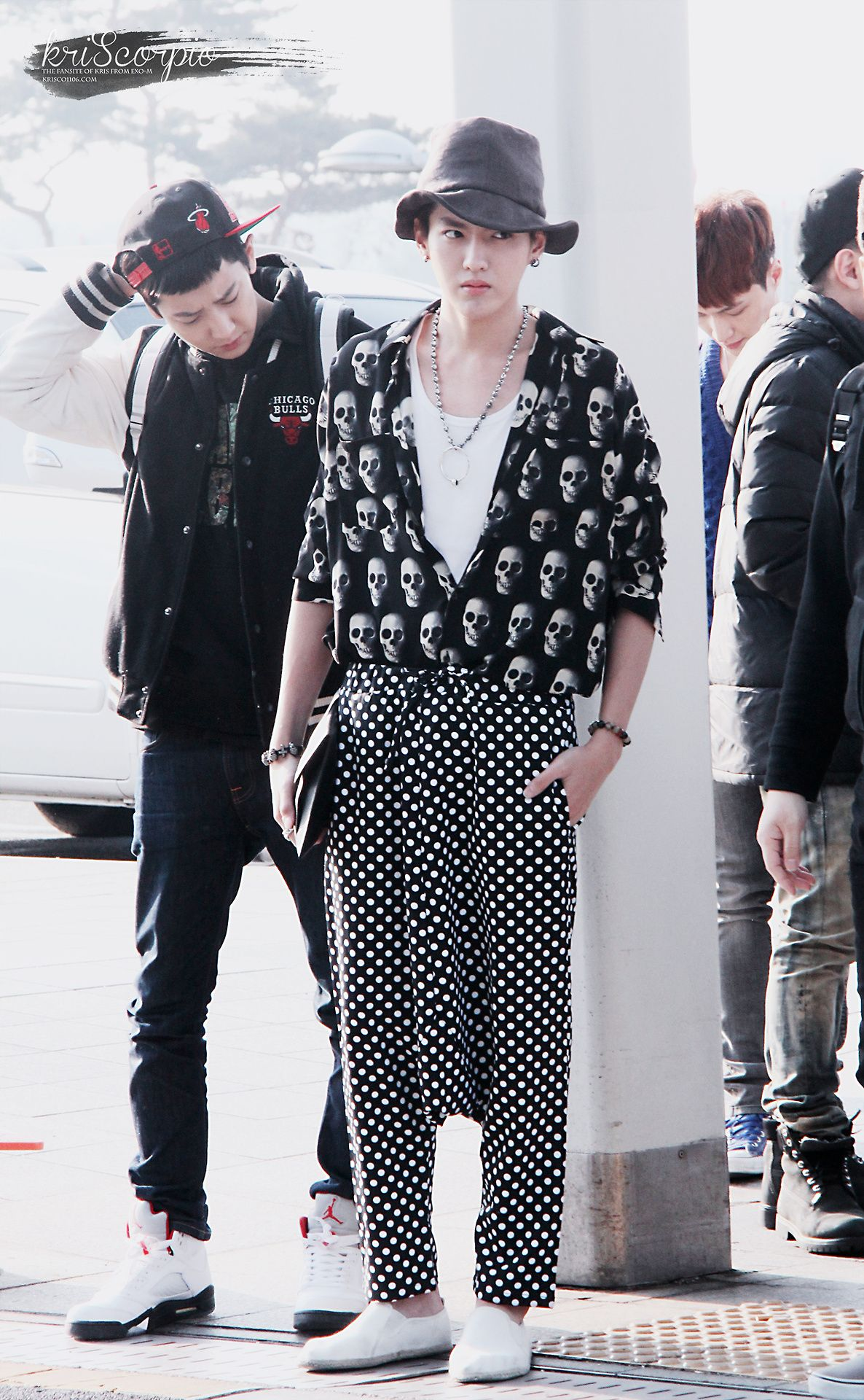EXO's Kris traveling through Incheon/Guangzhou airport. Just pinning this because of his ridiculous outfit=P Hahah