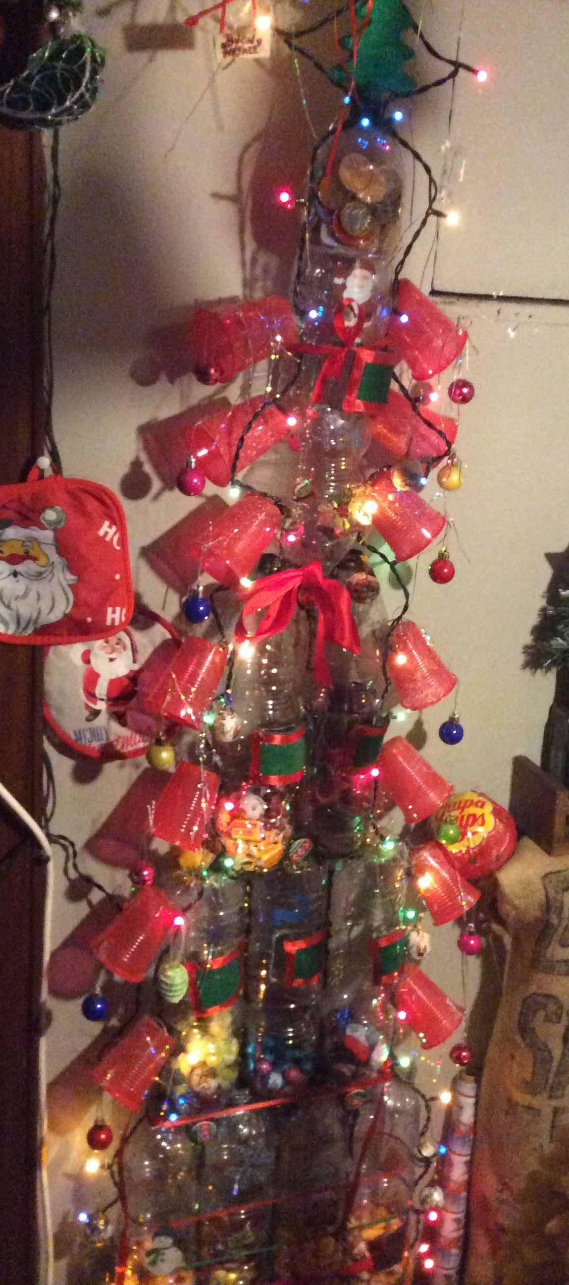Christmas tree plastic bottles brings Christmas sweets …
