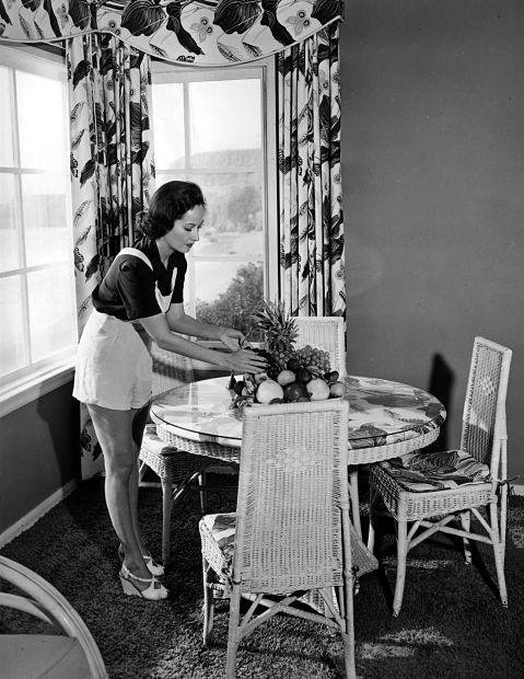 Merle Oberon at her home | Old hollywood stars, Old ...