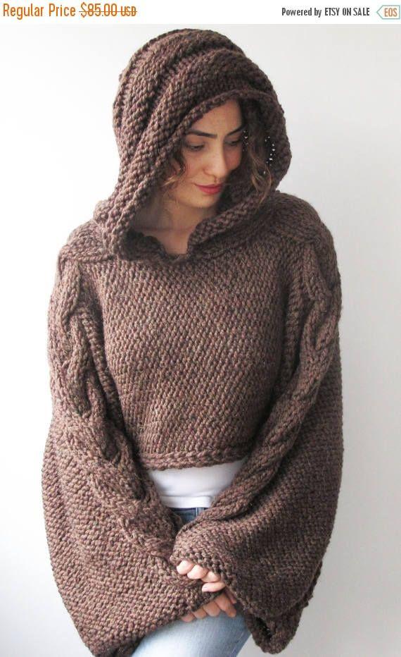 Este capalet es de mano con cable knit del patrón. Está hecho con ...