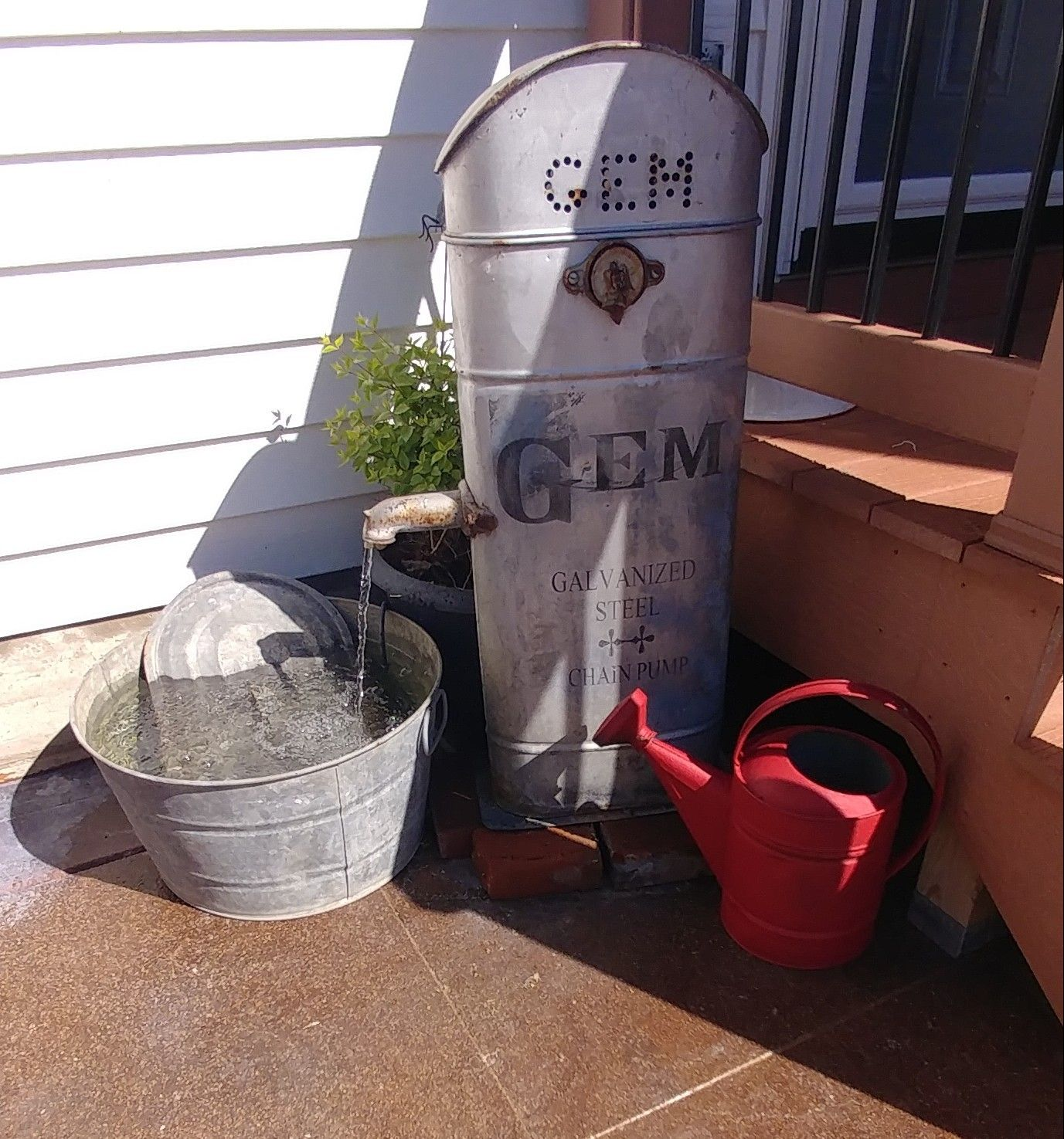 Old Gem Well Pump Cistern Now A Diy Water Feature Diy Water