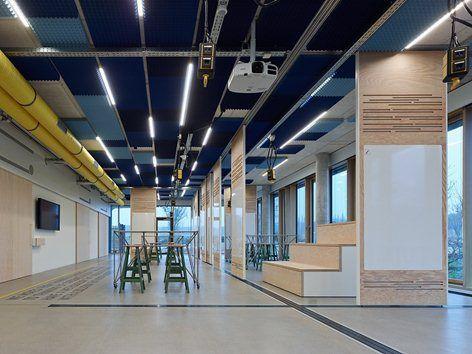 [DE] Das SAP Innovation Center bietet ein kreatives Arbeitsumfeld, in dem offenes Denken gefördert wird, um die Entwicklung kundenorientierter Lösungen auf der Basis fortschrittlicher Technologien voranzutreiben.  Die unkonventionelle Gestaltung...