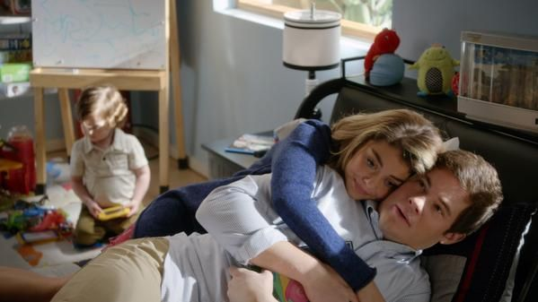 Modern Family Andy And Haley Google Search Modern Family Haley Modern Family Tv Couples