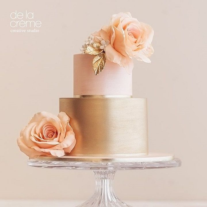 blush and gold wedding cake #weddingcake #cakes #wedding #weddingphotos #weddinginspiration