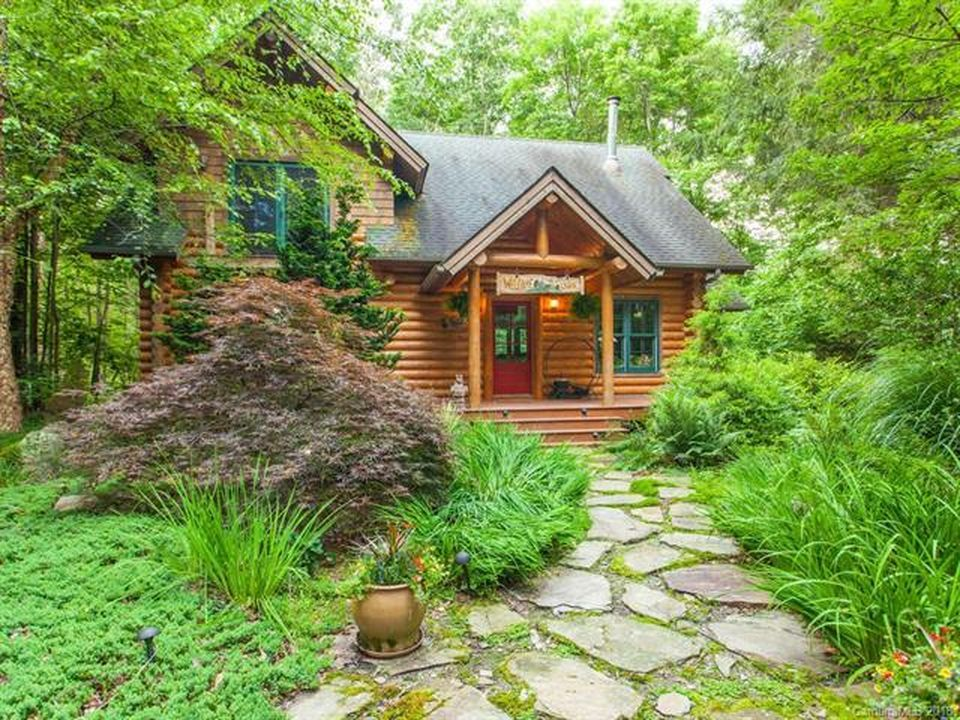 285 Fox Run Hot Springs Nc 28743 Zillow Hot Springs Shabby Chic Cabin Exit Realty