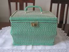 LARGE VINTAGE GREEN & WHITE WOVEN SEWING BASKET FULL OF SEWING ACCESSORIES