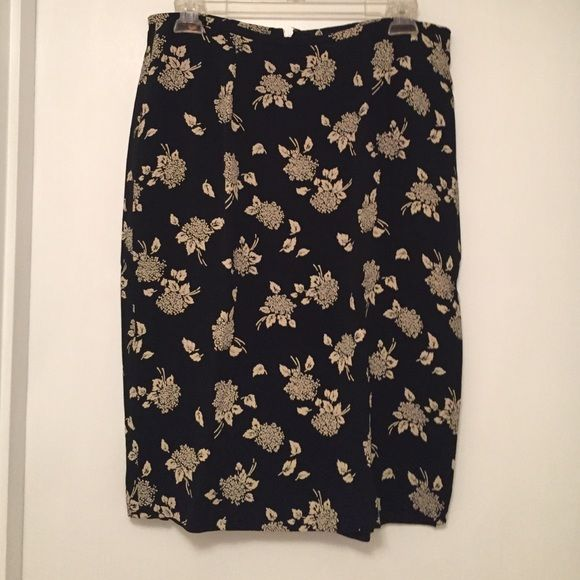 Women's Liz Claiborne around knee length Skirt. Women's Liz Claiborne collection around knee length lined skirt, slit in the back and zipper in the back, no pockets. Used only a few times, 100% Rayon, 100% Acetate. Vey nice material. Liz Claiborne Skirts