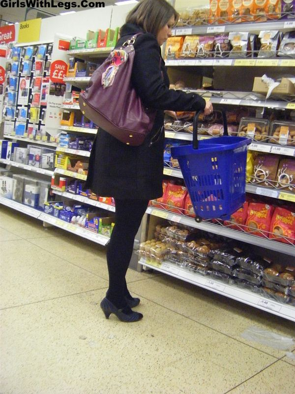 Candid Woman Wearing Opaque Pantyhose Food Shopping ... Amy Winehouse