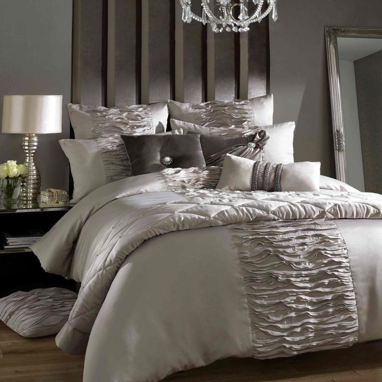 Schlafzimmer romantisch dekorieren – Tipps und Deko-Ideen ...