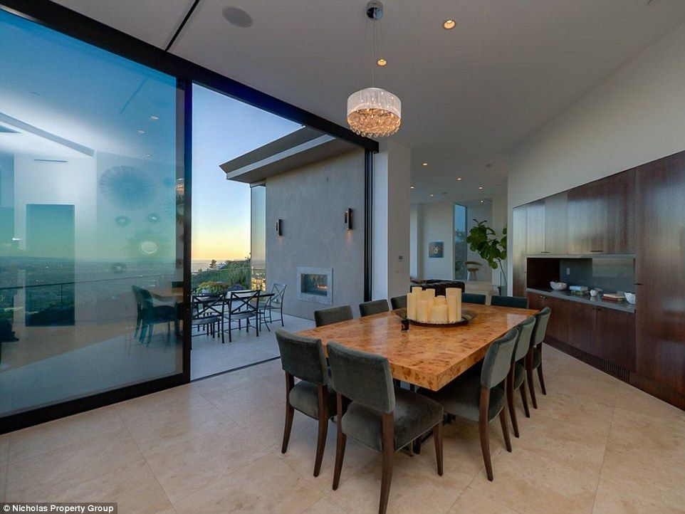 Youtube Star Buys Luxury Mansion In Hollywood Hills For 4 5million Mansions Home Interior Design Hollywood Hills