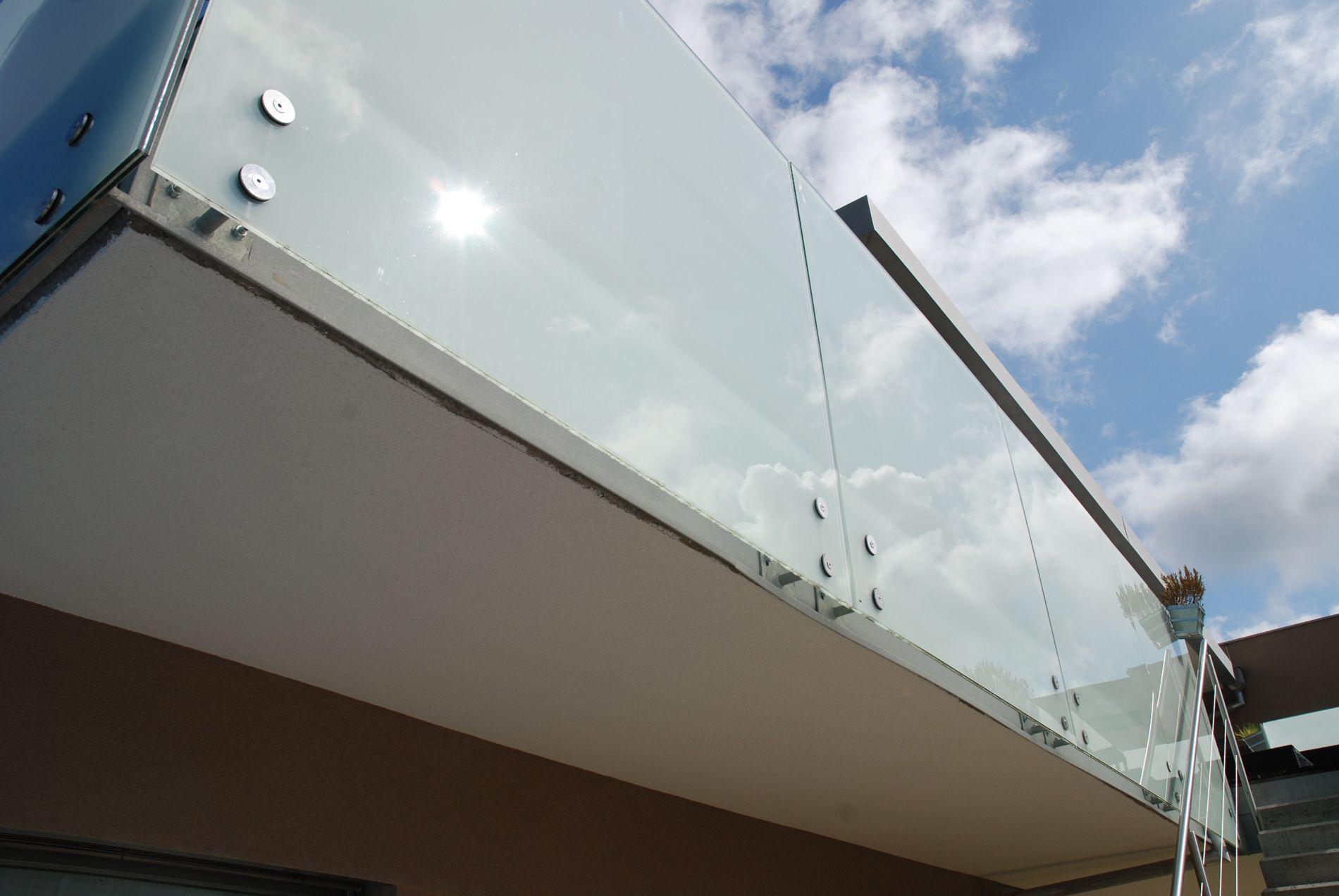 Sichtschutz Balkon Glasgeländer Dachterrasse geländer