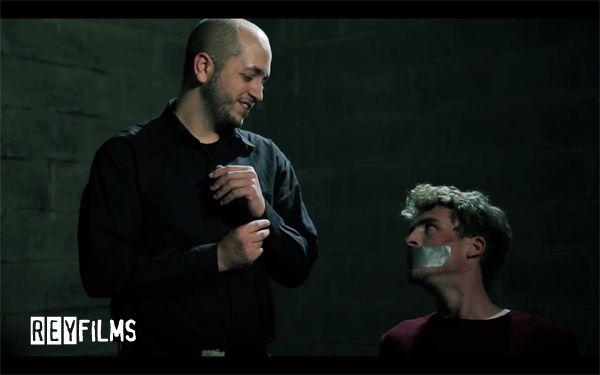 """Cortometraje """"Plomo Al Hampa"""" Carlos (Hugo Alejo) y Jim (Xavi Calvet)."""