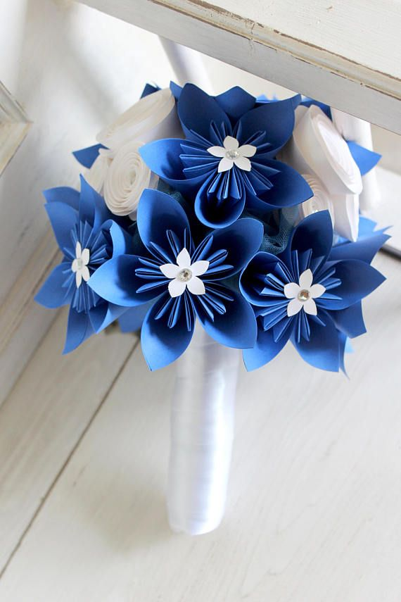 This elegant and unique bouquet is made out of nine origami flowers this elegant and unique bouquet is made out of nine origami flowers in two sizes nine spiral flowers in two sizes and one large origami flower mightylinksfo
