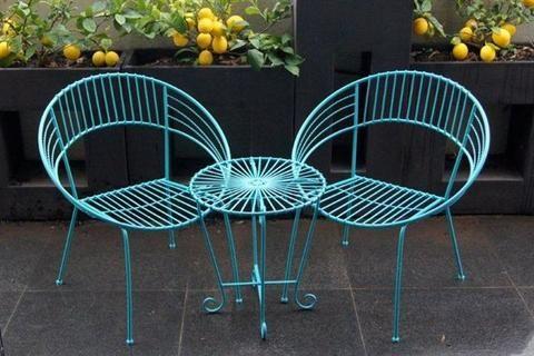 Retro look 3 piece metal outdoor setting. Aqua coloured 3 piece