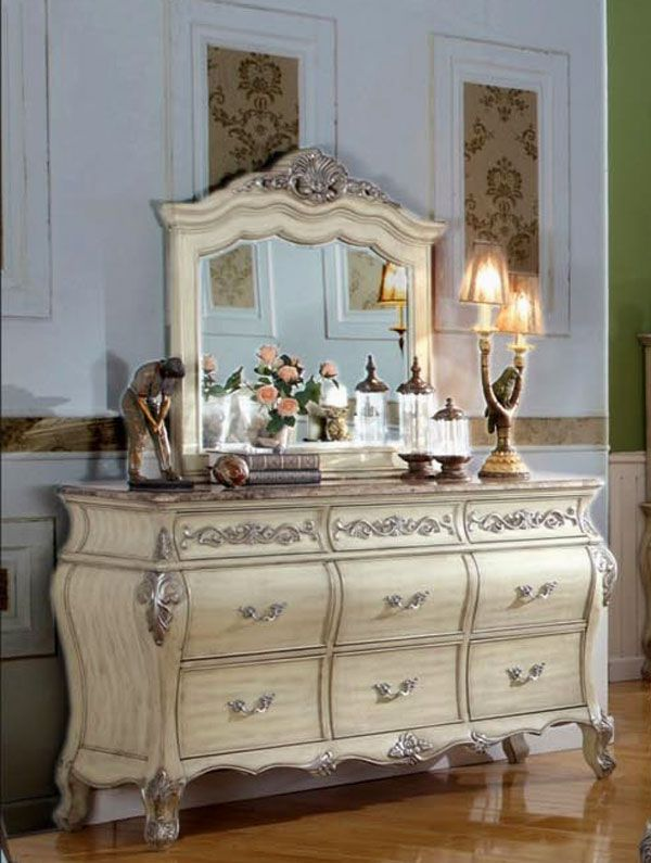 Traditions Bed in Antique White MF-83