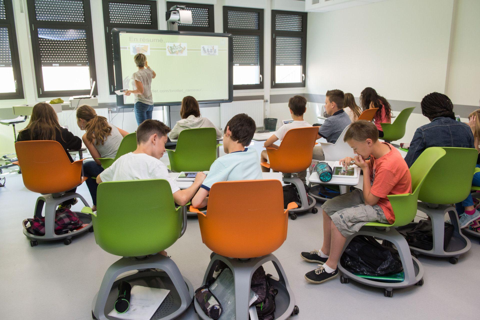 ECLA (Ecole pour L'Avenir), un nouvel « espace-temps scolaire à l'ère du numérique », premier Learning Lab dans l'enseignement secondaire en France.