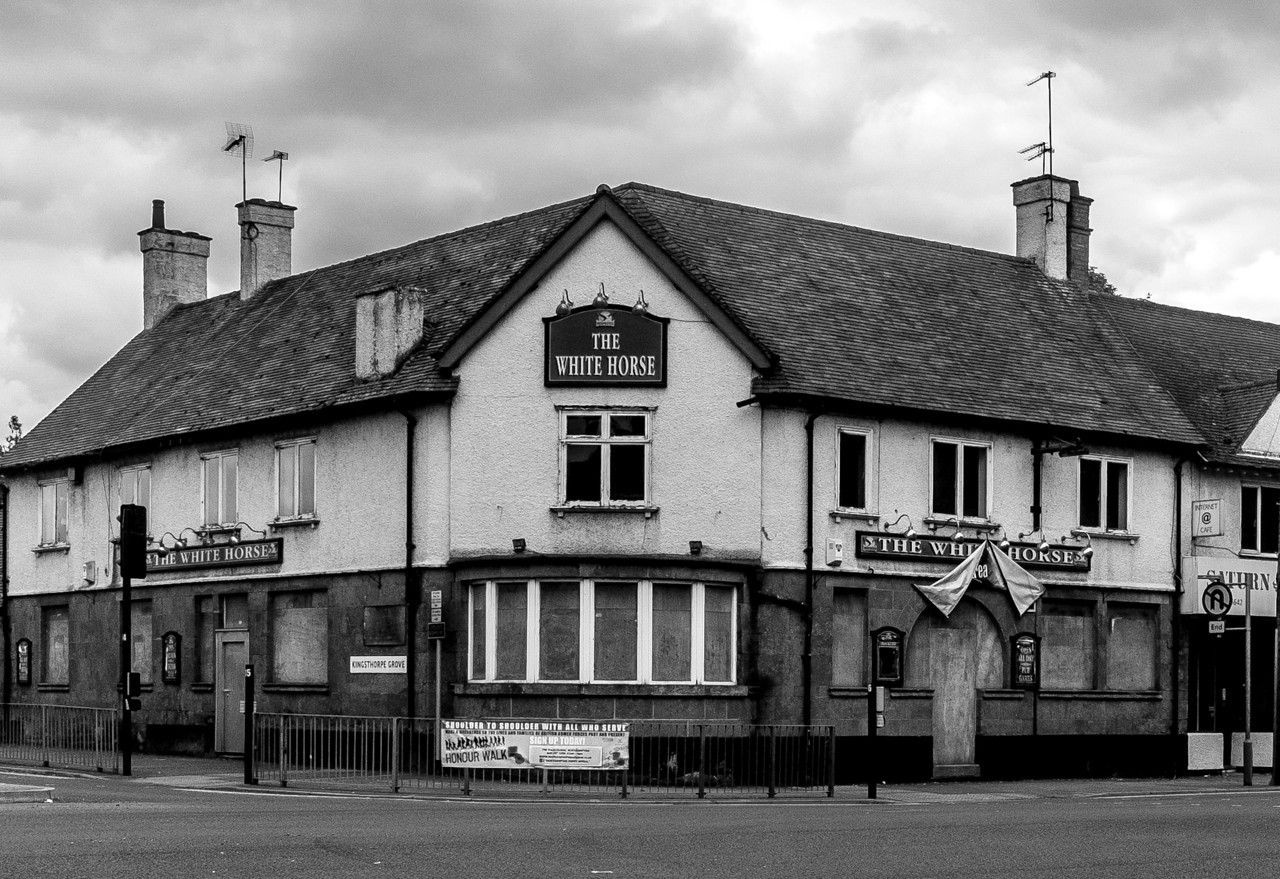 Ch 21.6 The White Horse was a rather large inn of some antiquity. The maid had said that Charles the Second had lodged there. This pic - contemporary photo of The White Horse, Kingsthorpe, now a suburb of Northampton.