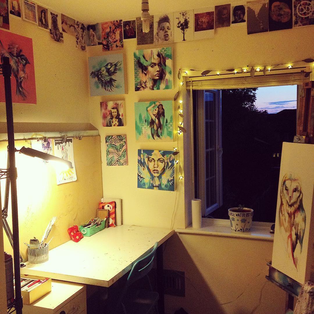 Studio deep cleanse #studio #artist #artstudio #artstagram #art #artoftheday #light #lighting #sunday #sunset #sundaychores #sundaynight #canvas #painting #tired #tookforever #clearhead #jobwelldone #sianstoreyart #ilovemystudio by sianstoreyart