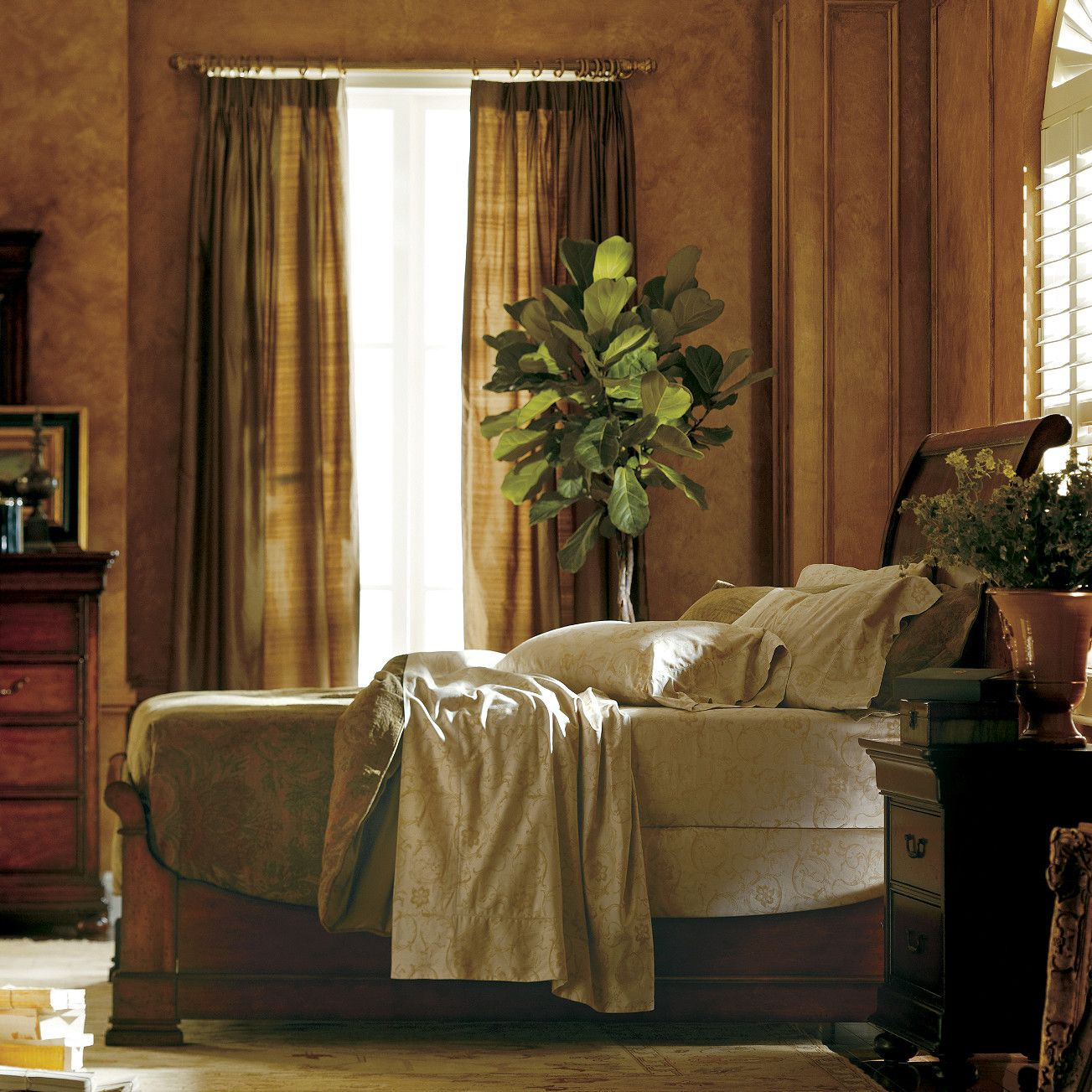 Best Louis Philippe Sleigh Bed By Stanley Furniture Products 400 x 300
