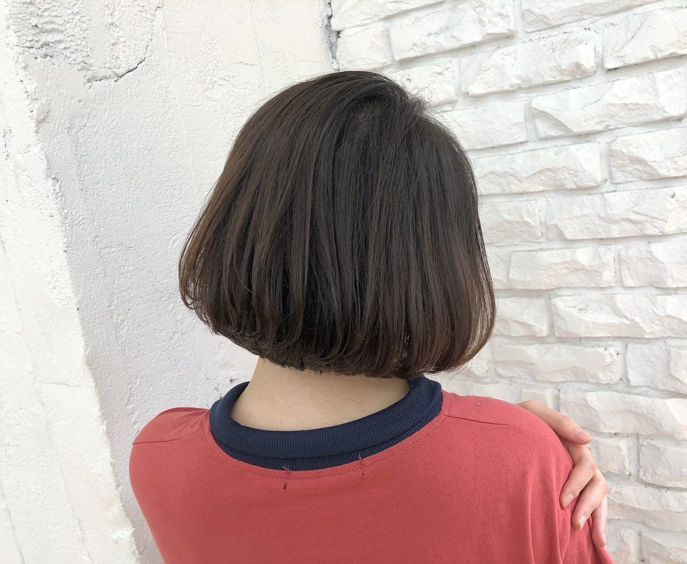 在一顆我的短髮內彎 自然捲矯正術 最近常常收到自然捲無法剪短的困擾