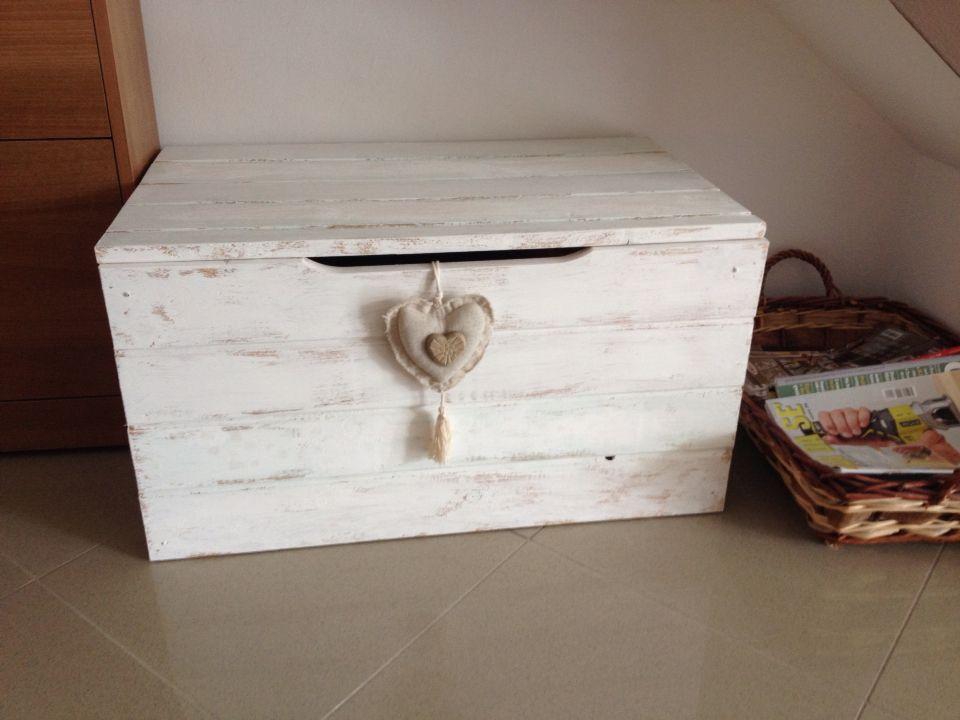 Cassapanca shabby tina pinterest pallet chest for Cassapanca fai da te
