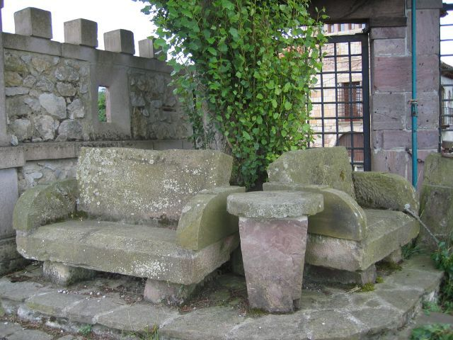 Asientos y mesa de piedra patios terrazas pinterest for Asientos para terrazas