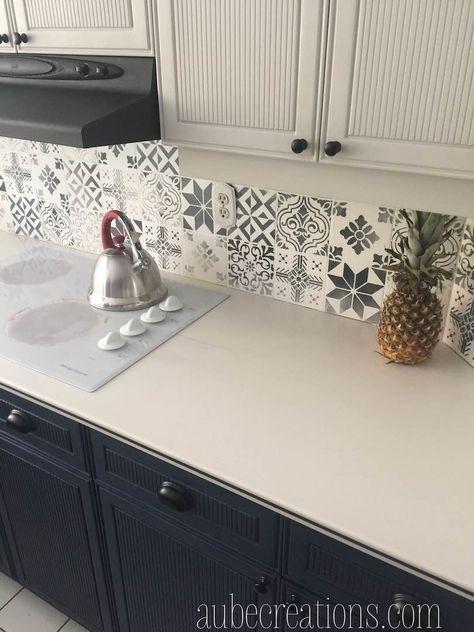 Repeindre des carreaux avec de la Chalk Paint et des pochoirs