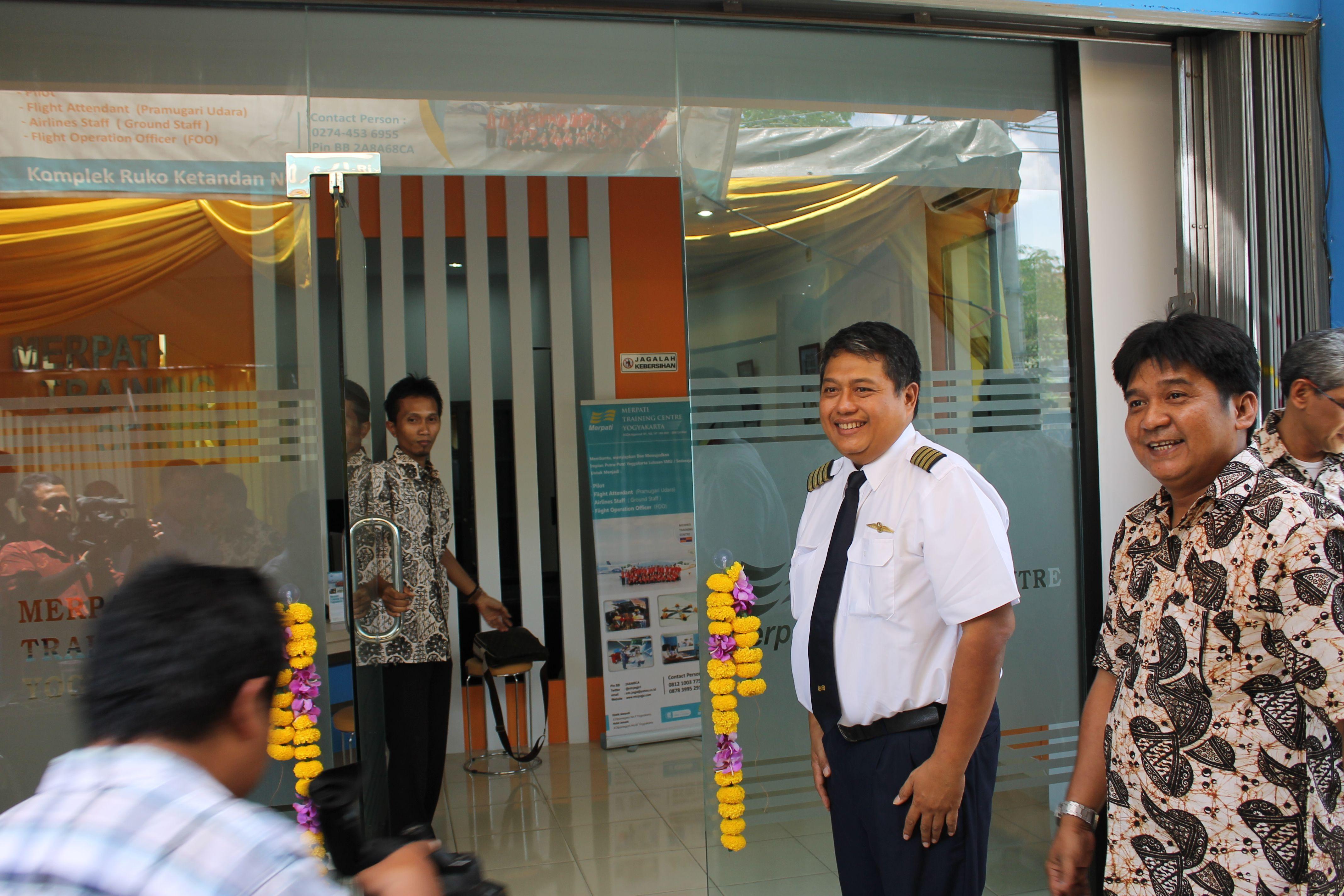 Resmi dibuka! :D  Cabang Sekolah Penerbangan Merpati Training Centre resmi dibuka di Jogja :)  Sekolah Pramugari, Pilot, FOO, dan Airlines Staff