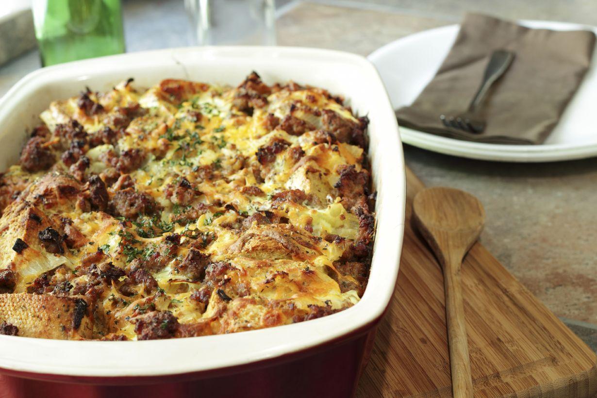 Täydellinen arki-illan ateria valmistuu yhdessä astiassa sekoittaen ja kypsentäen.