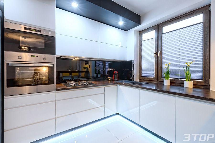 Zabudowa Kuchenna Wykonana Z Mdf Lakierowanego Na Wysoki Polysk Z Uchwytami Kitchen Design Small Kitchen Furniture Design Interior Design Kitchen Contemporary