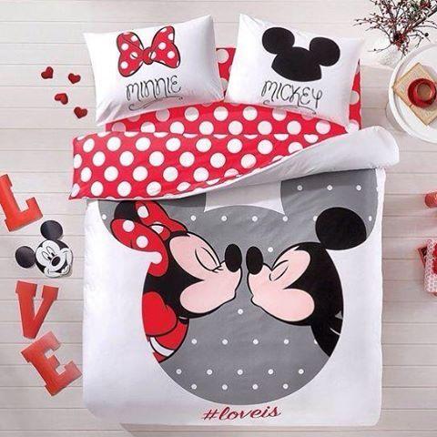 43745e511f Para os amantes do Mickey e da Minnie esse jogo de cama lindo. . Deve ter  de solteiro da Minnie e do Mickey para compor a decoração do quarto de  irmãos.
