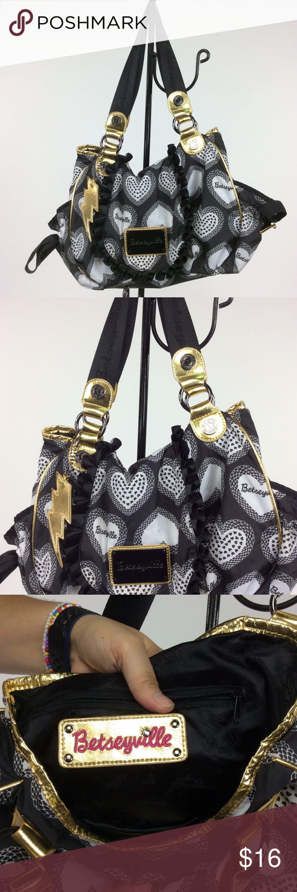 Betseyville  Black and White Purse 💞 BUNDLE 3 OR MORE ITEMS AND SAVE 20% 💞 Any questions let me know. 🤔 betseyville Bags Shoulder Bags