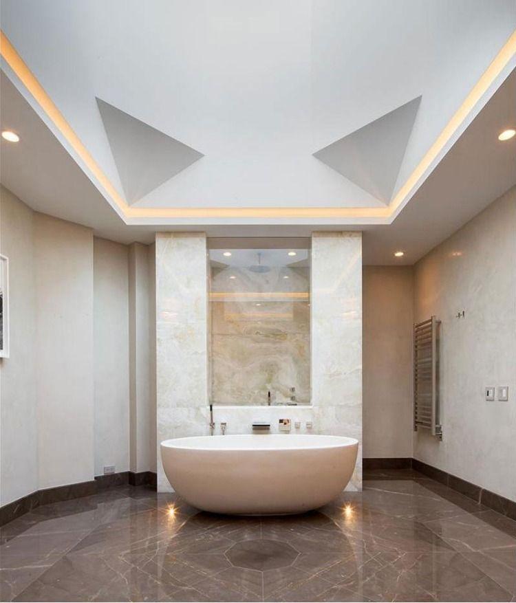 Badezimmer Mit Luxus Gefühl Und Marmor Fliesen