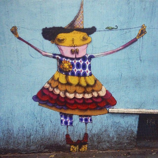 """Mexendo em nossos arquivos """"A lagartixa equilibrista"""" #liberdade #saopaulo #graffiti 2006(?)       Os gemeos, artist"""