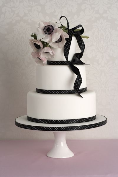 Simple, elegant black and white wedding cake