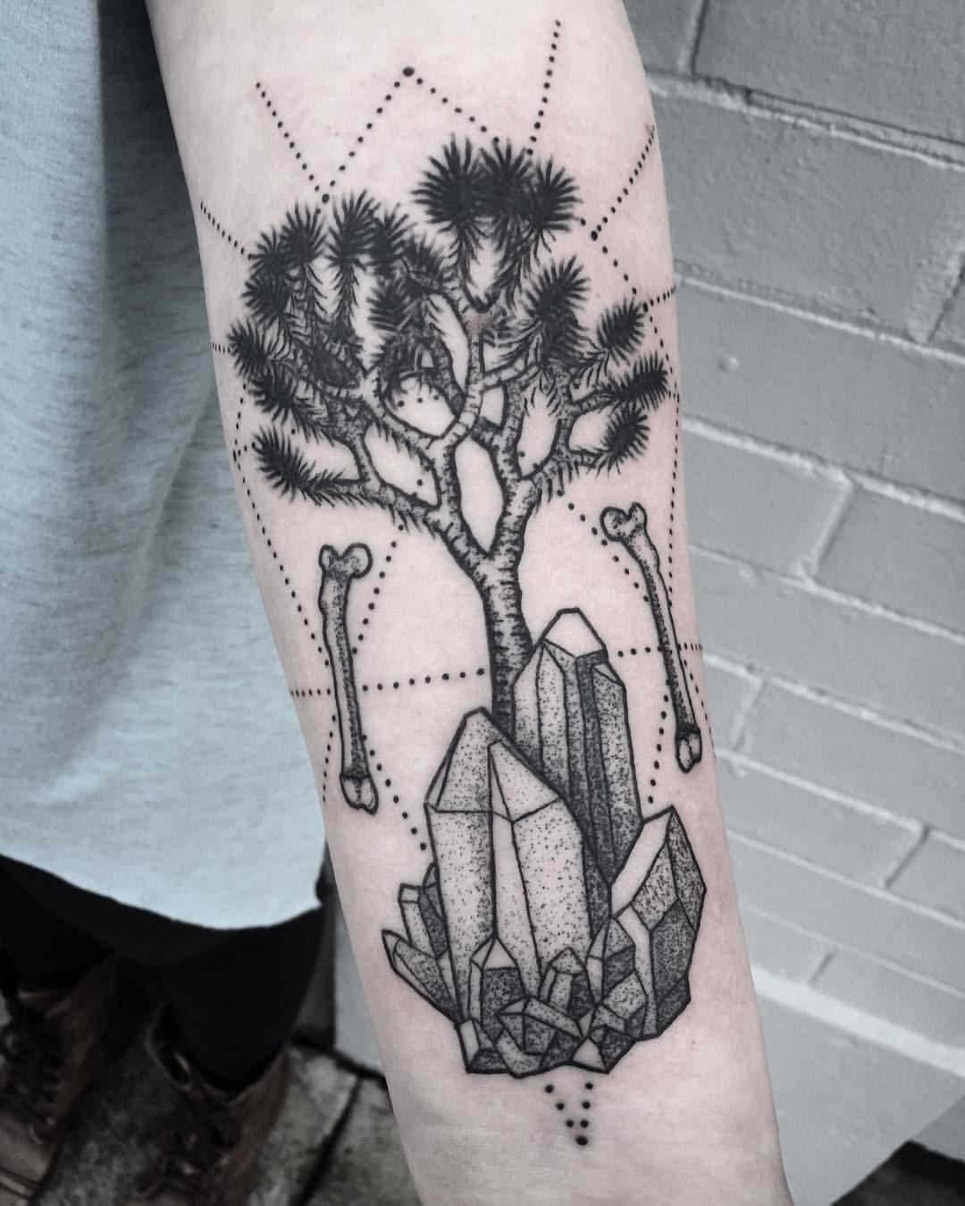 "Joshua Tree Tattoo : joshua, tattoo, Likes,, Comments, Elizabeth, Robinson, (@elizabethrobinsontattoo), Instagram:, ""Joshua, Tree,, Quartz, Tattoo, Small,, Desert, Tattoo,, Meaning"