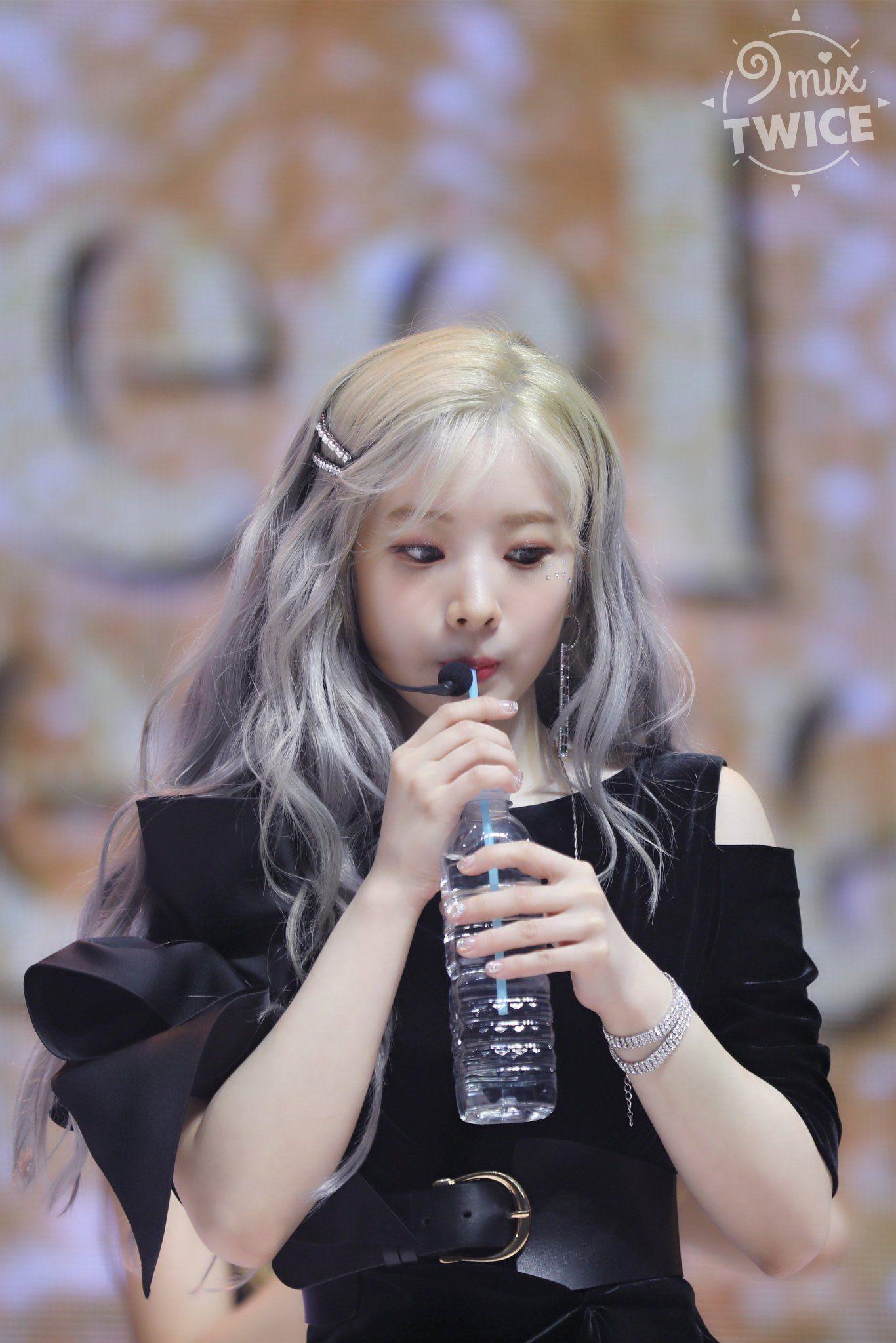 Dahyun Pics On Twitter Kpop Girls Girl Cool Girl