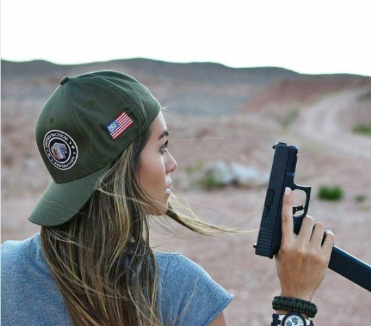Glock With 30 Rounder ::: Sexy Girls Hot Babes With Guns