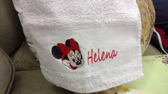 Kit de toalhas bordadas para uso escolar com duas peças bordado à máquina. Seus filhos com toalhas personalizadas sempre á mão. R$ 27,00
