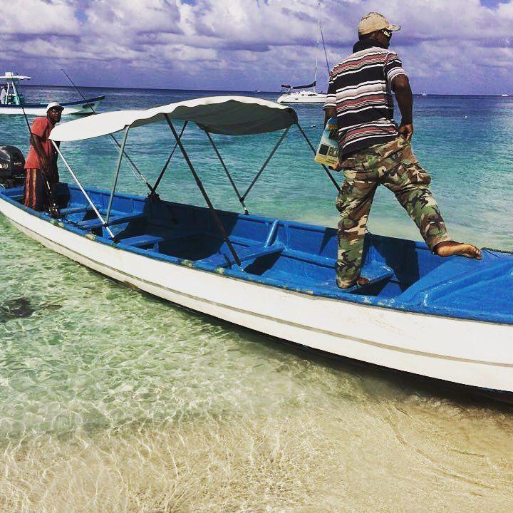 Taxi!  Water taxis on West Bay, Roatan.  #beachday #playa #travelgram #picoftheday #roatan #westbay #caribbean #islandtime #labuenavidatravel